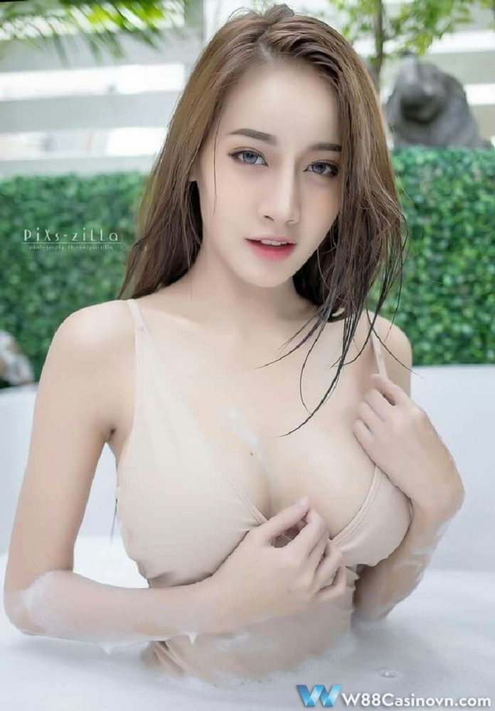 Gai-Xinh-Nguc-Khung-Pichana-Yoosuk (15)